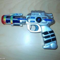 Pistol cu parte electronica, vibratii si lumini - Pistol de jucarie, 6-8 ani, Plastic, Baiat