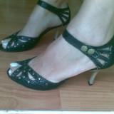Sandale din piele marimea 38,aproape noi,arata impecabil!
