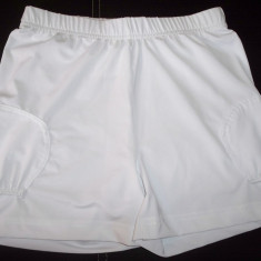 Pantaloni scurti tenis Fischer; marime S: 56-82 cm talie elastica, 31 cm lungime