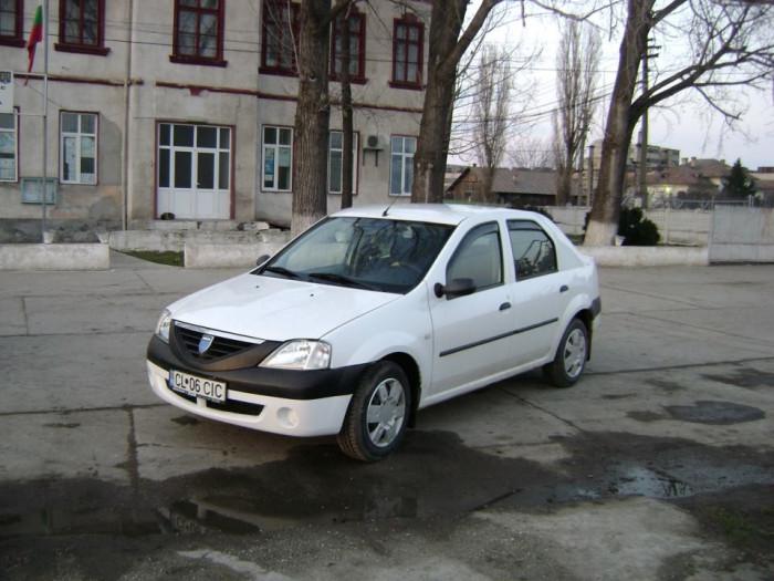 Dacia Logan foto mare