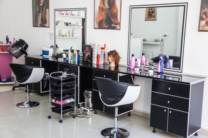 Vand Salon Infrumusetare Ultracentral Constanta Pret 6000e Neg
