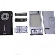 Vand Carcasa Nokia N95 Noua Completa Gri Silver Argintie cu Spatele Visiniu