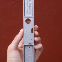 AuX: Boloboc metalic, rusesc, vechi, marcat, nivela in cutia originala de plastic!