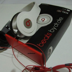 CASTI Beats Dr DRE SOLO HD PROFESIONALE Albe Inscriptionate L/R Monster Beats by Dr. Dre, Casti On Ear, Cu fir, Mufa 3, 5mm