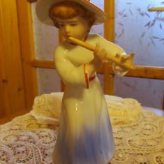 Bibelou portelan fin Fata cu flaut