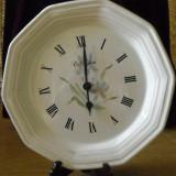 Ceas din ceramica, model in relief