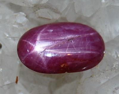 !! Piatra mare de peste 1 cm de RUBIN rozaliu-rosu natural STELAT oval, cu stea sidefata stralucitoare idela ptr inel!!!! foto