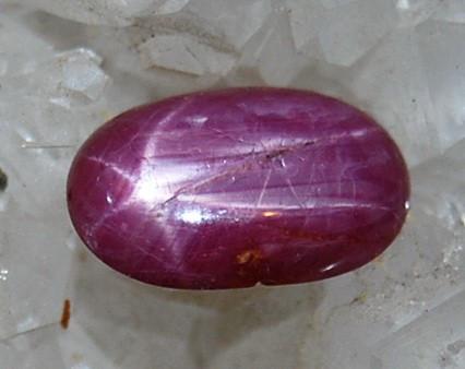 !! Piatra mare de peste 1 cm de RUBIN rozaliu-rosu natural STELAT oval, cu stea sidefata stralucitoare idela ptr inel!!!! foto mare
