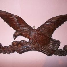 SCULPTURĂ MARE DE PERETE DIN LEMN MASIV, UN SUPERB COCOȘ DE MUNTE PE CREANGĂ! - Sculptura, Animale, Europa