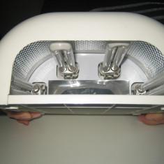 Lampă cu lumină ultravioletă pentru manichiură. - Lampa uv unghii