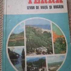 Terra izvor de viata si bogatii Claudiu Giurcaneanu carte ilustrata stiinta - Carte Geografie