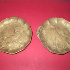 Farfurioare pereche China bronz vechi scene cu Gheise femei. - Arta din Asia