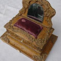 Miniatura dulapior cu sertar (de colectie) - inceput de secol 20. - Miniatura Figurina