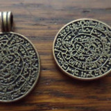 Pandantiv/cercei/martisor bronz, discul minoic de la Phaistos 32 x 20 mm