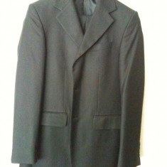 Vand costum barbatesc stare foarte buna, purtat o singura data - Costum barbati, Marime: 42, Culoare: Negru, 3 nasturi, Marime sacou: 42, Normal