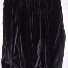 FUSTA model taranesc, incretita in talie, din catifea neagra, foarte ampla la baza, anii1950, impecabila, purtabila - Haine vintage