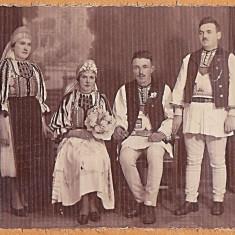 Sibiu Marginimea Sibiului, fotografie cu mireasa, mirele si nasii in costume populare, perioada interbelica (2)