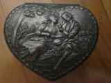 Caseta veche metalica franceza ,metalica ,in forma de inima,pentru bijuterii