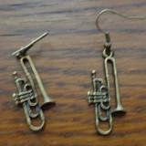 Cercei atarnati trompete de bronz