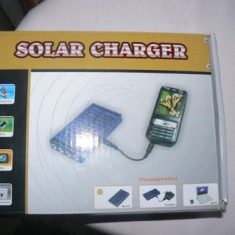 Incarcator solar universal