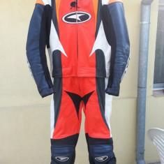 Vand costum moto din piele din 2 bucati marca axo
