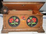 Cutie muzicala din lemn