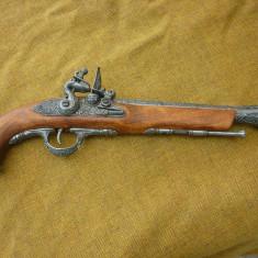 Pistol  cu  cremene (tromblon) 1 , mecanism armare  functional -Replica metal  si  lemn