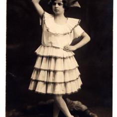AA5 - FOTOGRAFIE VECHE - MODA - ANII 1920 - DOAMNA IN ROCHIE DEOSEBITA - BOTOSANI