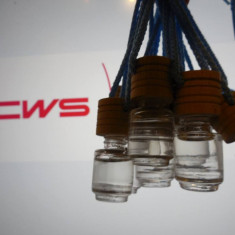Vand parfum CWS FRUTTO in sticlute cu dop de lemn pentru masina dumneavoastra - Set parfum