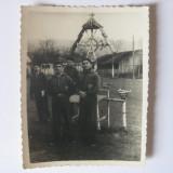 REDUCERE 60%! FOTOGRAFIE CU LEGIONARI LANGA TROITA DIN TABARA DE LA BREAZA 1936 - Fotografie veche
