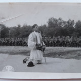 Petrache Lupu se roaga la Chisinau pentru slava eroilor cazuti pe front, 1941 - Fotografie veche