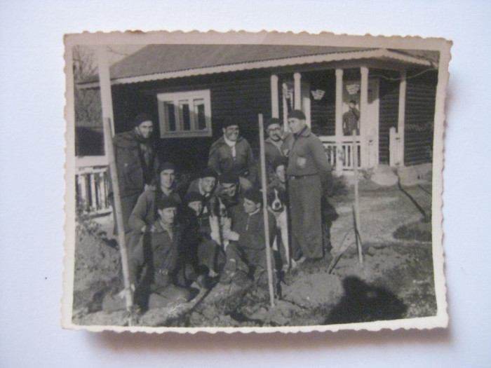 REDUCERE 25%! FOTOGRAFIE CU LEGIONARI IN TABARA DE LA BREAZA DIN 1936 foto mare