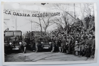 Chisinau , defilarea trupelor motorizate pe B - dul Alexandru cel Bun , 1941 foto