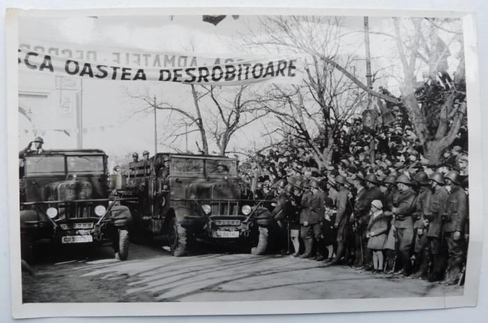 Chisinau , defilarea trupelor motorizate pe B - dul Alexandru cel Bun , 1941 foto mare