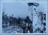 Observator german SS urmareste efectul bombelor asupra Leningradului , 1942