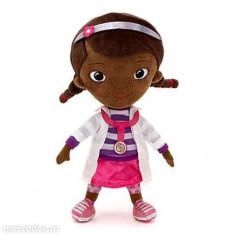 Papusa Doctorita Plusica (canta si vorbeste) 30 cm. - Doc Mcstuffins ORIGINAL de la Disney, 2-4 ani, Plastic, Fata