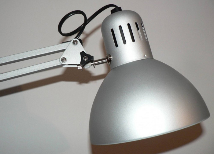 Lampa De Birou Cu Lumina Rece Ideala Pentru Manichiura Pedichiura