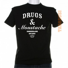 Tricou cocaine caviar drugs & moustache - Tricou barbati, Marime: S, M, L, XL, Culoare: Alb, Rosu, Maneca scurta, Bumbac