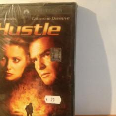 HUSTLE - with BURT REYNOLDS & CATHERINE DENEUVE (1975/2008) - DVD/NOU SIGILAT - Film drama paramount, Romana
