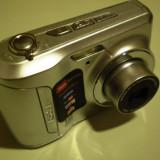 Aparat foto compact Kodak EasyShare C143,rezolutie 12Mpx, doi acumulatori si cablu de date