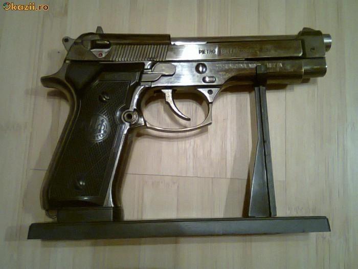 Bricheta Pistol Bereta Beretta 9 mm foto mare