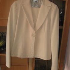Costum de dama format din sacou si pantaloni de stofa