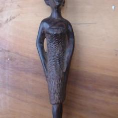 Statueta sculptata manual
