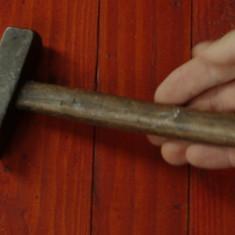 Scule / unelte -- Ciocan vechi cu coada din lemn !!