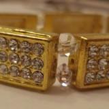 Bratara pe elastic, din module curbate de metal auriu cu strasuri albe