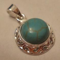 Pandantiv/martisor turcoaz in baza metalica argintata si filigranata