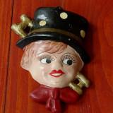 figurina veche din ceramica  - pictat manual - cosar !!!
