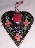 """Vintage- PERNUTA pt pastrat ace cusut- BIBELOU decorativ ARTIZANAL, din lemn cu picturi florale, inscritionata """"Calimanesti 1967"""
