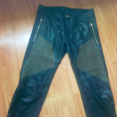 VAND PANTALONI VERSACE!!! - Pantaloni barbati Versace, Culoare: Negru
