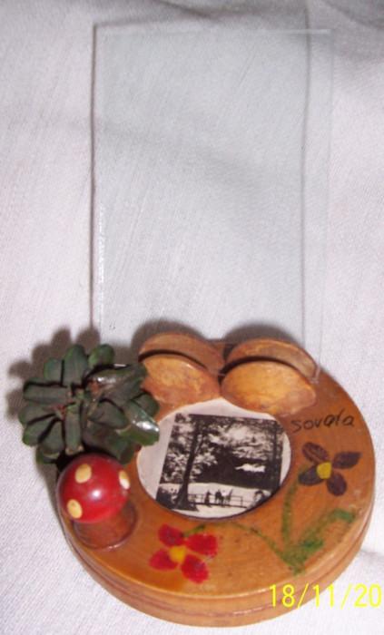 Vintage-BIBELOU decorativ ARTIZANAL, din lemn lacuit, picturi pe lemn, ciupercuta din lemn, cu suport pentru 1 foto + foto Sovata, anii 1970